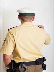 Polizei macht eine Hausdurchsuchung wegen Besitz, Verbreiten kinderponrographische Schriften Berlin und deutschlandweit